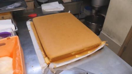 台湾街头乳酪蛋糕,放入烤炉中烤至金黄,切块后隔着屏幕咽口水!