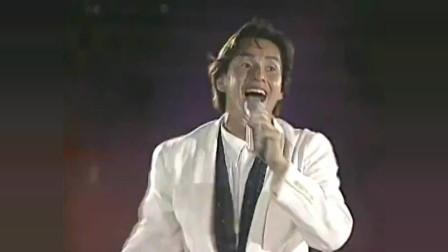 谭咏麟大球场演唱会,演唱《捕风的汉子》《爱情陷阱》,燃爆全场