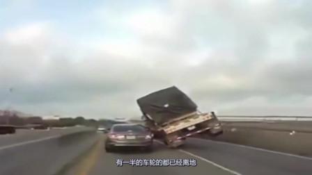 眼看小车命悬一线,不料老司机的这波操作6了,太吓唬人了