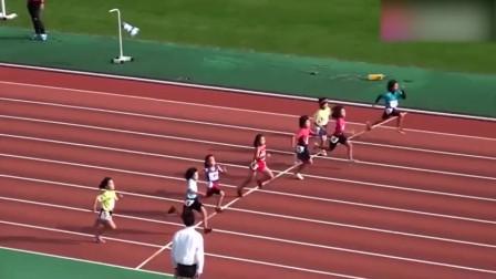 小学生短跑比赛,第一名跑的太快了