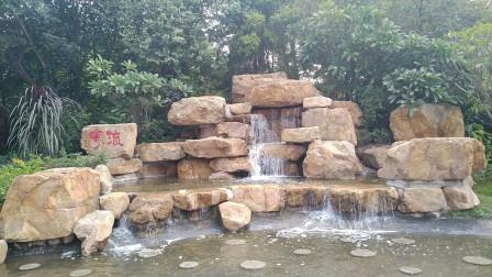 实拍一个在六十年前,广州市民参加义务劳动,用锄头挖出的人工湖