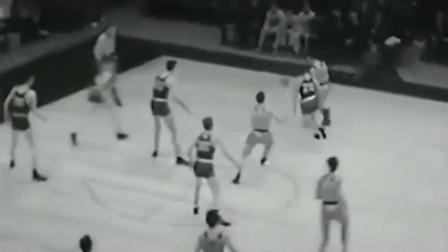 上古时代,没有三分线的球场,竟然还有投远投的!上篮不好吗
