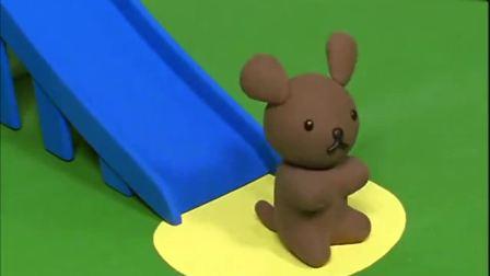 米菲:史纳菲爬上了滑梯,米菲大喊小狗不能玩滑梯,不料它成功了