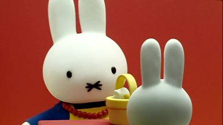 米菲:兔妈妈用这些食材做了香草冰激凌,兔爸爸说这个味道好极了