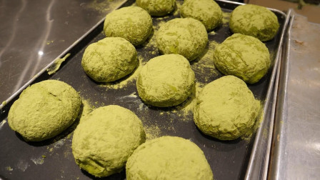 """韩国街头""""绿茶奶油面包"""",做法简单又好玩,浓浓抹茶味太馋人了"""