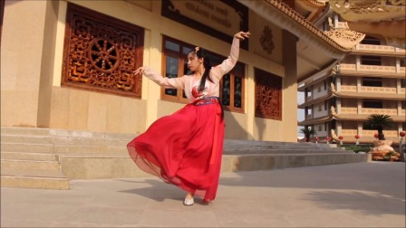 越南姑娘跳古风舞蹈《左手指月》
