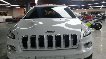 眯眯眼的SUV值不值得买?JEEP自由光实车测评