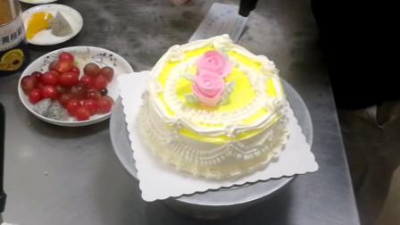 裱花蛋糕价格太低 做两朵玫瑰花搞定 会不会太随意?