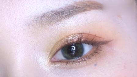 美妆:还不会画眼线?看看她是怎么画的,真的不难!