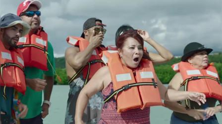 夺命五头鲨:游客看到逃命的座头鲸,殊不知瞬间血染大海