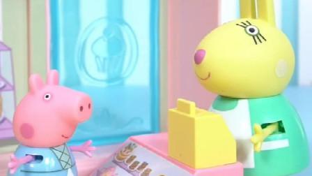 小猪佩奇来买蛋糕啦,佩奇挑选了一个蛋糕和一个三明治,来结账啦
