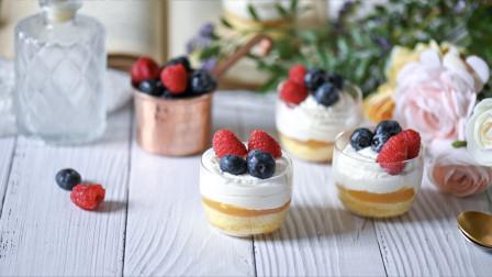 教你制作超级网红的迷你蛋糕杯-奶油果冻水果杯子蛋糕