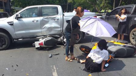 皮卡迎面撞上3辆摩托致5名学生受伤 因肇事司机爱穿拖鞋开车