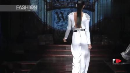 白色V领上衣,时尚又大方的设计,一眼心动