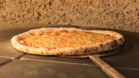 韩国街头用碳火烤披萨,出炉的一刻,看着太美味了!