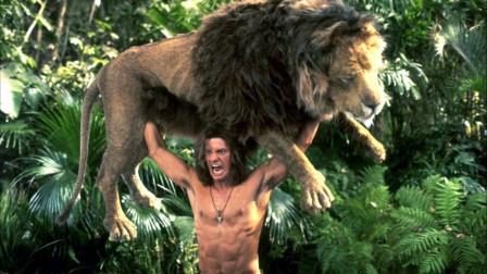 妹子闯进非洲丛林,遭遇狮子追赶,但最后,却是狮子遭遇了不幸!