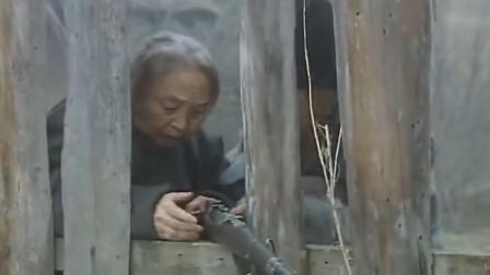 暴躁影视解说:鬼子进村,老太太也拿起枪打鬼子,这枪法确实厉害