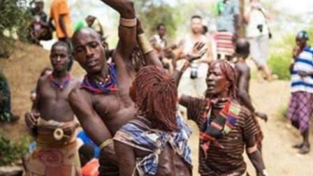 """非洲神秘原始部落,见识一下他们的求爱方式,爱到你""""肉疼"""""""
