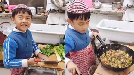 6岁男童为全家做饭 教科书式讲解操作步骤