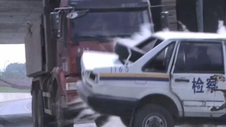 无法放弃:醉汉丢了块石头,谁知恰好警车经过,竟造成重大车祸