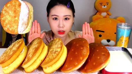 """韩国吃播:""""韩式满月面包""""颜值很高,蘸着新鲜奶油,吃得真馋人"""