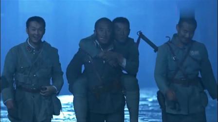 影视:厨师煮好汤圆出门,看到满街都是川军将士,原来是将士们魂归故里