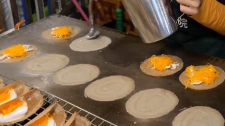 泰国迷你小煎饼,裹上奶油鸡蛋和胡萝卜,营养又美味