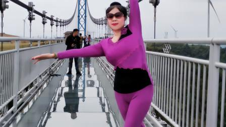 琼花舞魅:贵州游原创玻璃高桥面:个人版清跳洒脱魅力热舞:贵州放歌KTV伴奏版