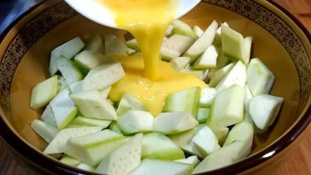 丝瓜不要直接炒着吃了,淋1个鸡蛋,出锅比肉香,上桌被抢光