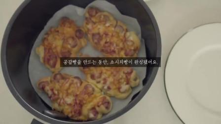 《韩国农村美食》做法简单的香肠小面包,烤的焦香四溢,看着就美味