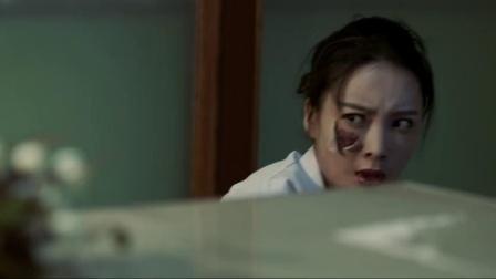 这整容室太恐怖了,美女把医生推到,脸上竟直接掉下一块皮