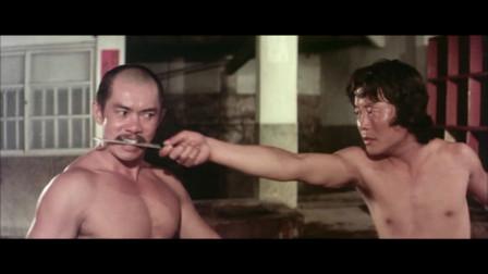 影视:小伙潜入澡堂日本武士,不料对手点子太硬,惨被一锅端