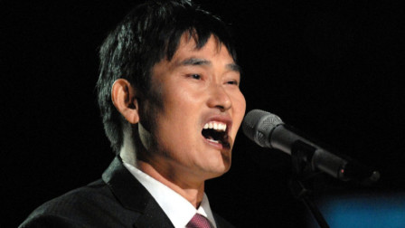 朱之文演唱《父老乡亲》磁性的嗓音,朴实无华的歌声很有感染力,太好听了