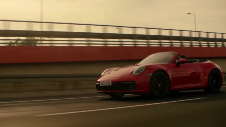 保时捷的911 Carrera Coupe和敞篷展示动作,真顺畅