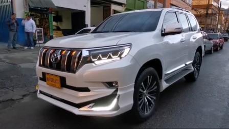 2020款丰田普拉多七座定制版到货,LED大灯亮起才是霸气的开始