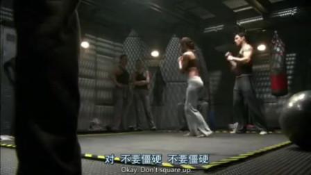 美女船员练习夺刀术,场面很香艳(1)