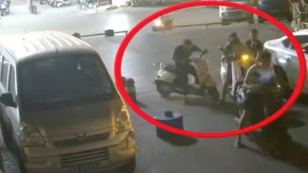 """南宁:电动车被""""追尾"""", 原是碰瓷骗局"""