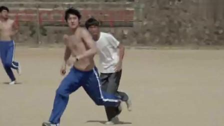 请回答1988:善宇跟狗焕和娃娃鱼一起踢足球,善宇一下进了好几颗球