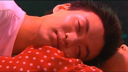 王小理被带到精心布置的房间,面对这一切她有些情难自制了