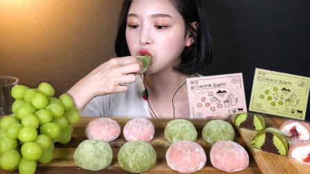 韩国美女吃播大胃王,吃草莓牛奶糯米糕巧克力抹茶糯米糕