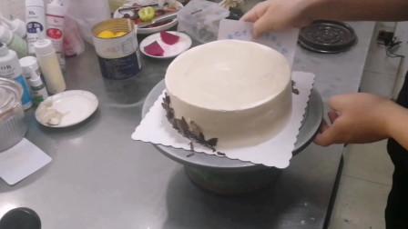 好有食欲的黑巧克水果蛋糕 这样摆放非常漂亮