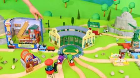 拼装木质轨道玩具 托马斯小火车和他的朋友们穿过桥梁和隧道