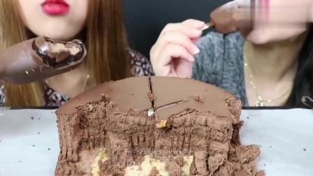 巧克力慕斯蛋糕竟然被一支冰淇淋比下去了,巧克力脆皮很棒哦