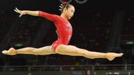 为啥体操运动员都穿三角裤比赛?教练说出原因,看完就懂了