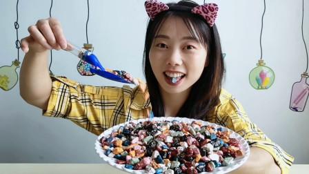 """美食拆箱:妹子吃""""石头巧克力豆"""",逼真沙沙响,外脆内软好香甜"""