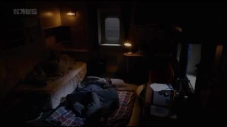 韩剧:秀智睡觉超不乖把李昇基当抱枕,李昇基忍不住握紧了拳头