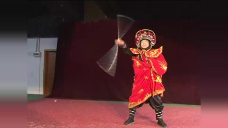 50岁大叔学川剧变脸,自创脸谱、动作和神态,在全村小有名气!