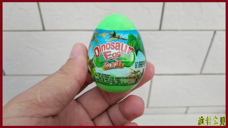 【波特】拆恐龙蛋玩具视频 熊出没蹦蹦小兔子贴纸红色火龙巧克力豆食玩
