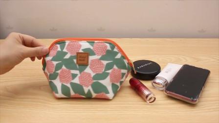 漂亮小巧化妆包,两块布料就完成,制作方法很简单
