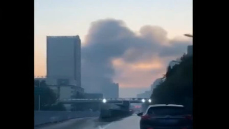 合肥:建材大市场清晨起火 ,上百名消防员扑救
